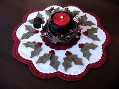 Beautiful-Woolly-Christmas-Holly-Primitive-11-Penny-Rug-Candle-Mat