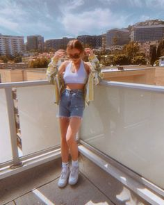 Girl Next Door Fashion. Working with the wardrobe you have can be daunting at times. Retro Outfits, Short Outfits, Trendy Outfits, Cool Outfits, Summer Outfits, 90s Fashion, Fashion Outfits, Emma Style, Emma Chamberlain