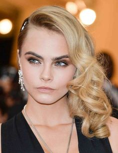 For a white tie wedding, consider tight curls like model Cara Delevingne. Go with a dramatic part — sweep your hair to one shoulder so you can show off glamorous earrings and add a sparkly hair accessory for extra glitz. Hairdo For Wedding Guest, Easy Wedding Guest Hairstyles, Wedding Guest Makeup, Hair Wedding, Bridesmaid Hairstyles, Dress Wedding, Cara Delevingne, Black Tie Hairstyle, Medium Hair Styles