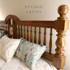 Sofa Design, Furniture Design, Double Bed Designs, Pine Interior Doors, Furniture Painting Techniques, Indian Homes, Bed Pillows, Sofa Beds, Beautiful Bedrooms