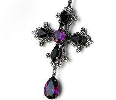 Lila Kreuz Anhänger Halskette gothic Schmuck lila von Aranwen
