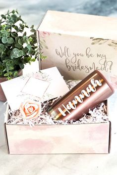 Will you be my bridesmaid? Our Bridesmaid Proposal box with bridesmaid tumbler (a personalized bridesmaid slim can cooler) is the perfect way to ask your bridesmaids to be in your wedding! When it comes to asking bridesmaids, this done-for-you bridesmaid gift box makes such an easy bridesmaid proposal idea. Your bridesmaids will love this bridesmaid gift idea. A bridesmaid proposal card is included to write a bridesmaid proposal note. Need more asking bridesmaids ideas? Check our site! Cute Bridesmaids Gifts, Bridesmaid Thank You, Bridesmaid Gift Boxes, Bridesmaid Proposal Cards, Asking Bridesmaids, Will You Be My Bridesmaid, Bridesmaid Ideas, Bachelorette Party Gifts, Flower Girl Gifts