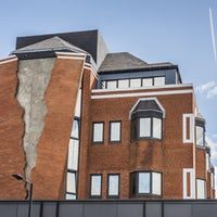 #Architecture: Alex Chinneck tears a strip from a #London building