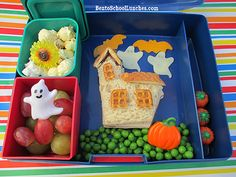 Bento School Lunches : Bento Lunch: Halloween Haunted House, Bats and Ghost bento Bento Box Lunch For Kids, Cool Lunch Boxes, Healthy Lunches For Kids, Lunch Ideas, Bento Lunchbox, Bento Ideas, Healthy Halloween, Halloween Treats, Halloween Fun