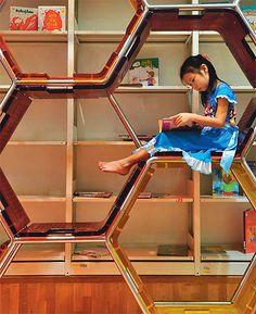 В детской зоне библиотеки Таиландского парка знаний, Бангкок, Таиланд