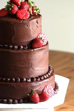 I am going to have a chocolate wedding cake...no matter what my man says :)