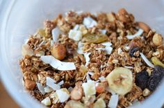 Homemade, sugarfree tropical granola Muesli, Granola, Healthy Breakfast Recipes, Healthy Recipes, Healthy Food, Sugar Free, Cereal, Oatmeal, Mango