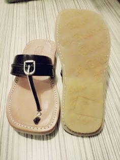 Tarumpah (sandal pria) kulit