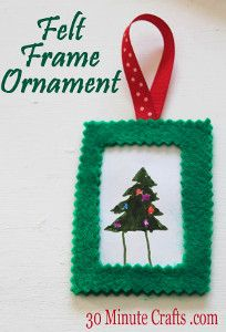 Homemade Christmas ornaments are the perfect way to add some one-of-a-kind personal touches to the Christmas decor. The Super Simple Felt Frame Ornament will have your little ones loving how to make Christmas ornaments. Kindergarten Christmas Crafts, Christmas Activities For Kids, Holiday Crafts For Kids, Christmas Ornaments To Make, Noel Christmas, Craft Activities For Kids, Kids Crafts, Country Christmas, Craft Ideas