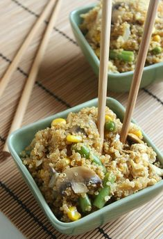 Quinoa egg fried rice - it tastes just like normal egg fried rice, but its fluffier, softer and feels like proper comfort food despite actually being healthier! Its win win! - design-h-ideas Vegetarian Recipes, Cooking Recipes, Healthy Recipes, Healthy Meals, Rice Recipes, Clean Eating, Healthy Eating, Coconut Fried Rice, Fried Quinoa