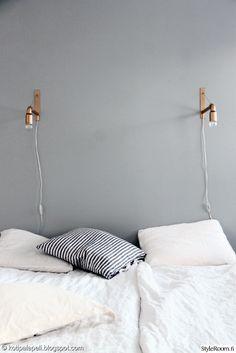 kulta,seinävalaisin,harmaa seinä,makuuhuone
