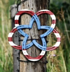 ****This beautiful horseshoe wreath is painted . It is adorned with a galvanized welcome and metal flower or bow. Item is made from all new horseshoes. Welding Crafts, Diy Welding, Metal Welding, Wire Crafts, Welding Projects, Welding Ideas, Diy Projects, Metal Projects, Metal Crafts