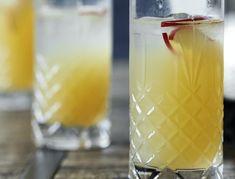 Appletini - opskrift på cocktail med gin og æblemost | SPIS BEDRE Cocktail Drinks, Cocktails, Gin, Pillar Candles, Food Inspiration, Lemonade, Glass Of Milk, Smoothies, Food And Drink