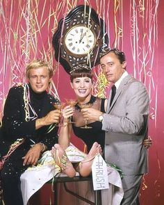 the man from uncle tv show Codename U.n.c.l.e, The Girl From Uncle, 60s Tv Shows, Robert Vaughn, New Years Eve Day, Napoleon Solo, History Of Television, New Year's Eve Celebrations, Music Tv