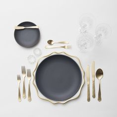 RENT: Anna Weatherley Chargers in White/Gold + Heath Ceramics in Indigo/Slate + Chateau Flatware in Matte Gold + Czech Crystal Stemware + Antique Crystal Salt CellarsAnna Weatherley Chargers in White/Gold Assiette Design, Black Dinnerware, Dinnerware Sets, Vase Deco, Heath Ceramics, Crystal Stemware, Table Set Up, Dinner Sets, Deco Table