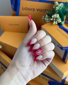 "435 aprecieri, 125 comentarii - 🌹ATUSA🌹 (@atusa.xox) pe Instagram: ""My Happy Christmas nails❄️❤️💫😍🎁 #blingbling . . . . . #christmasnails #nails #nailsofinstagram…"" Christmas Manicure, Bling, Happy, Instagram, Holiday Nails, Jewel, Ser Feliz, Being Happy"