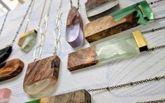 MURO JEWELRY: Modern pieces made with metals, wood and resin.