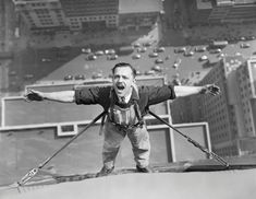 The Empire State Building is an iconic office building located in central Manhattan. Check out these photos of Empire State Building under construction. Empire State Building, Construction Worker, Construction Process, Vintage Photographs, Vintage Photos, Historical Photos, Old Photos, New York City, The Past