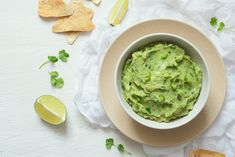 Storage Tips: How to Keep Your Guac From Turning Brown Salsa Guacamole, Best Guacamole Recipe, Fresh Guacamole, How To Make Guacamole, Avocado Recipes, Dip Recipes, Avocado Ideas, Homemade Guacamole, Healthy Eating Recipes