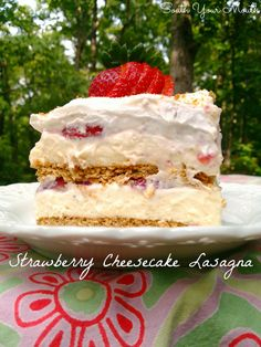no bake cheesecake filling Strawberry Cheesecake Lasagna! An easy no-bake layered dessert recipe with graham crackers, cheesecake filling and fresh strawberries. Icebox Desserts, Icebox Cake, Cheesecake Desserts, Pumpkin Cheesecake, Graham Cracker Dessert, Graham Cracker Recipes, Graham Crackers, Strawberry Lasagna, Strawberry Desserts