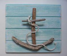 ▷ Ideen und Inspirationen für maritime Deko basteln Anchor with driftwood tinker on wooden board with wood glue sticking. Summer Decoration, Lampe Decoration, Driftwood Projects, Driftwood Art, Driftwood Seahorse, Driftwood Beach, Driftwood Ideas, Driftwood Mobile, Seashell Art