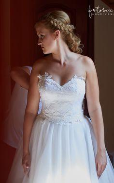 Esküvői frizura tippek One Shoulder Wedding Dress, Wedding Dresses, Fashion, Bride Dresses, Moda, Bridal Gowns, Fashion Styles, Weeding Dresses, Wedding Dressses
