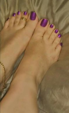 I love women's feet! Pretty Toe Nails, Cute Toe Nails, Pretty Nail Colors, Sexy Nails, Sexy Toes, Pretty Toes, Feet Soles, Women's Feet, Purple Toes