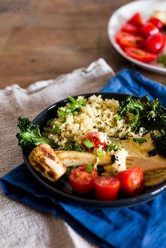 Autumn abundance bowl: quinoa with pumpkin puree with chickpeas, tahini and nigella, kale chips and roasted parsley root. Kale Chips, Nigella, Pumpkin Puree, Tahini, Chickpeas, Abundance, Cobb Salad, Quinoa, Roast