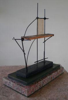 """"""" El andamio """" pequeño ensamble en madera, bambú y fibra textil con base en madera y granito. Autor: Raúl Pérez Fernández (Delta El Tigre/ dpto. de San José - Uruguay)."""