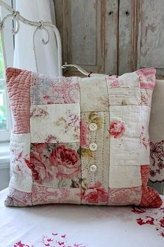 Vintage Quilting Shabby Chic Patchwork 47 Ideas 2019 Vintage Quilting Shabby Chic Patchwork 47 Ideas The post Vintage Quilting Shabby Chic Patchwork 47 Ideas 2019 appeared first on Quilt Decor. Patchwork Cushion, Quilted Pillow, Sewing Crafts, Sewing Projects, Sewing Pillows, Shabby Chic Decor, Shabby Chic Pillows, Shabby Chic Quilts, Chic Bedding