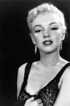 Marilyn Monroe photographer by Ed Clark, 1950 Marylin Monroe, Marilyn Monroe Fotos, Marilyn Monroe Portrait, Timeless Beauty, Classic Beauty, Classic Hollywood, Old Hollywood, Cinema Tv, Actrices Hollywood