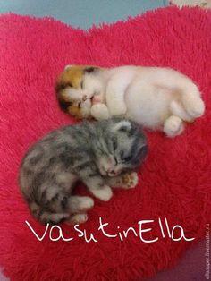 Needle felted kittens sleeping
