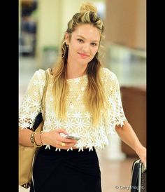 A modelo Candice Swanepoel apostou no penteado hit para visual mais despojado