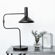 Bordlampe Mall Made Sort, House Doctor i høj kvalitet med unikt design. Hurtig leveringstid. 14 dages fuld returret. På lager. Fri fragt ved køb over 499,-