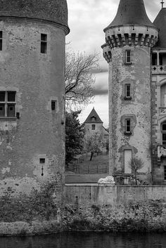 All sizes | Château (XIVe-XIXe s.) de La Clayette (Saône-et-Loire, France) | Flickr - Photo Sharing!