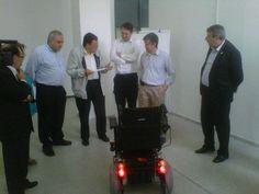 La Secretaria de Ciencia y Tecnología entregó a la Facultad de Ingeniería una silla de ruedas para la concreción del prototipo diseñado por profesionales de la UNSJ, que obtuvo el 2do premio de INNOVAR 2012.