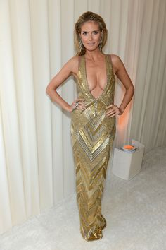 Heidi Klum, awed us in a too-much-plunging and revealing gown by Julien McDonald. Oscar Dresses, Dresses 2013, Sexy Dresses, Robes D'oscar, Revealing Dresses, Actrices Hollywood, Red Carpet Dresses, Celebs, Celebrities