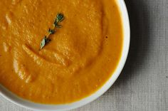 Roasted Carrot Soup by Reeve via 5 simple steps, 7 ingredients, dairy free but creamy and complex in flavor. i had a carrot ginger soup yesterday! Carrot Recipes, Soup Recipes, Vegetarian Recipes, Cooking Recipes, Healthy Recipes, Healthy Soups, Roasted Carrot Soup, Roasted Carrots, Gastronomia