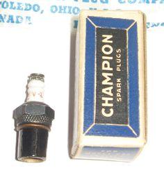 *Vintage Rare* CHAMPION VR-2 MODEL ENGINE SPARK PLUG * MINT IN BOX INSTRUCTIONS