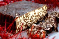 Chocolate spanish turron - use stevia or honey and almond flour instead of biscuits Spanish Desserts, Spanish Food, Boricua Recipes, Biscuits, Thermomix Desserts, Peruvian Recipes, Caribbean Recipes, Caribbean Food, Money Saving Meals