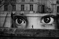 The street art world has undergone a massive shift in the past few years, with famous figures like Banksy and Shepard Fairey elevating the medium to main. Amazing Street Art, Best Street Art, Amazing Art, Awesome, Graffiti Kunst, Street Art Graffiti, Banksy Graffiti, Urban Street Art, Urban Art