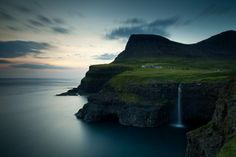 Vilarejo de Gasadalur nas Ilhas Faroé, Dinamarca