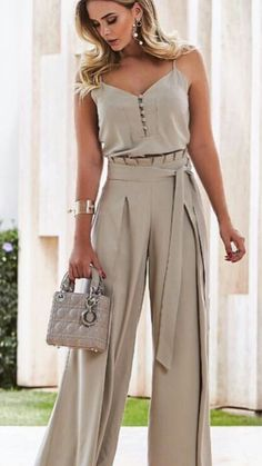 45 pantalones to update you wardrobe jumpsuit romper sleeveless playsuit Pin by Giannoulaki marily on Trends outfit 2018 in 2019 Sweater cardigan required I would never show my arms but I like this Luxe Fashion New Trends - Page 6 of 2668 - Luxe Casual St Mode Outfits, Chic Outfits, Elegantes Outfit Frau, Modest Fashion, Fashion Dresses, Casual Dresses, Pinterest Fashion, Look Chic, Mode Style