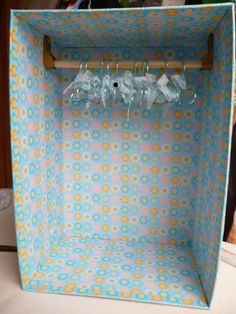 How to make a doll sized closet with hangers Doll Closet, Doll Wardrobe, Diy Barbie Furniture, Dollhouse Furniture, Doll Crafts, Diy Doll, Barbie Dress, Barbie Clothes, Barbie Organization