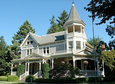 The Columbia River - Officers Row, Vancouver, Washington House With Porch, My House, Grant House, Vancouver Washington, Victorian Homes, Vintage Homes, Architecture Details, Victorian Architecture, My Dream Home