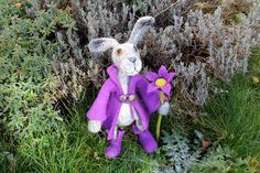 FebruarFun :Chevalier Portos der gefilzter Hase von Frau Brunsels Filz auf DaWanda.com