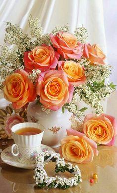 Those white flowers Beautiful Flower Arrangements, My Flower, Pretty Flowers, Floral Arrangements, White Flowers, Deco Floral, Floral Design, Share Pictures, Ikebana