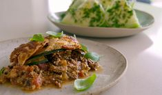 "Tom Kerridge served up a tasty low calorie one-layer lasagne on Tom Kerridge's Lose Weight For Good. Tom says: ""This dish is delicious and contain just 495 calories per serving."" The ingredients are: 800g 5% fat beef mince, 1 tbsp light olive oil, 2 large onions, finely chopped, 4 garlic cloves, grated, 2 carrots, finely chopped, 2 celery sticks, finely chopped, 1 tbsp caraway seeds, 3 tbsp tomato puree, 700ml fresh beef stock, 400g tin chopped tomatoes, 1 beef stock cube, 1 tbs..."