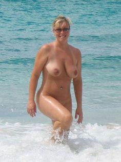 Reife nackte frauen am strand