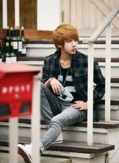 I dont like skinny jeans, baggier please! Korean Fashion Men, Korean Men, Mens Fashion, Men's Wardrobe, Dress Up, Punk, Skinny Jeans, Clothes, Stars